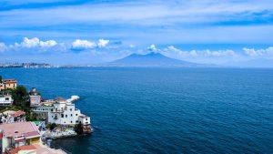 Zaleca się także spacer promenadą nad Zatoką Neapolitańską